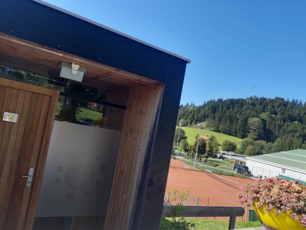 Blick auf den Tennisplatz vom Almenland Apartment